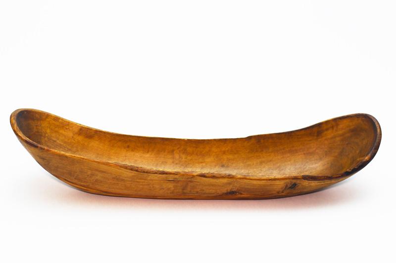 Plat long en bois d'olivier, forme bateau